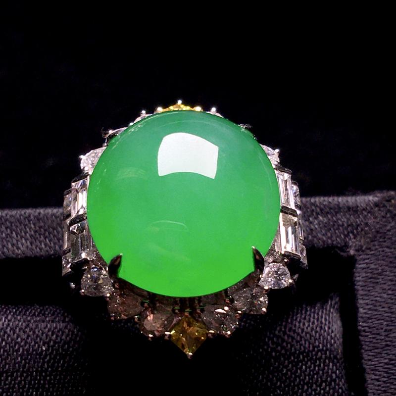 阳绿蛋面戒指,厚装饱满细腻,种色浓郁,色阳浓匀,种质润泽,佩戴大气,裸石:15*14*6,整体:22