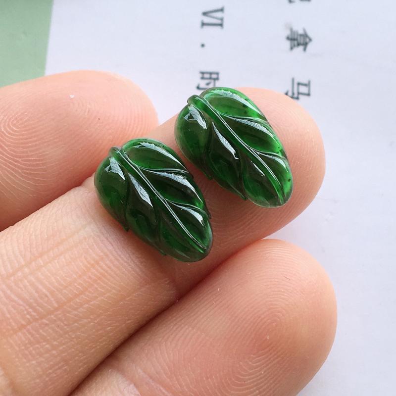 冰绿叶子,自然光实拍,缅甸a货翡翠,满绿小叶子一对,种好通透,颜色漂亮,高雅迷人,镶嵌耳坠超美