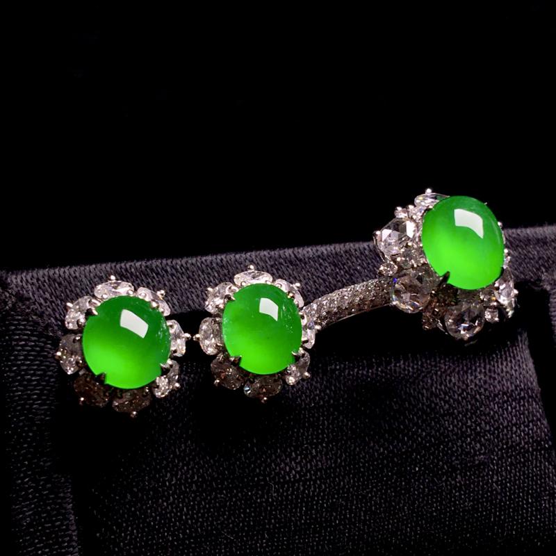 老坑高冰阳绿满色蛋面套装,精致时尚,种好通透,翠色欲滴,色泽艳丽,冰润剔透,种老水足,耳钉:裸石:6