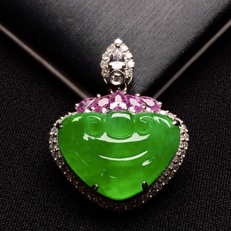 18K金钻镶嵌满绿如意头吊坠 质地细腻 色泽艳丽高贵时尚唯美 搭配宝石镶嵌 亮眼 整体尺寸25.6*