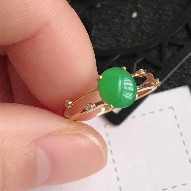 编号666,天然翡翠a货  镶嵌18k金伴钻种水好阳绿戒指料子细腻水润尺寸 7-6-3内径16.8m