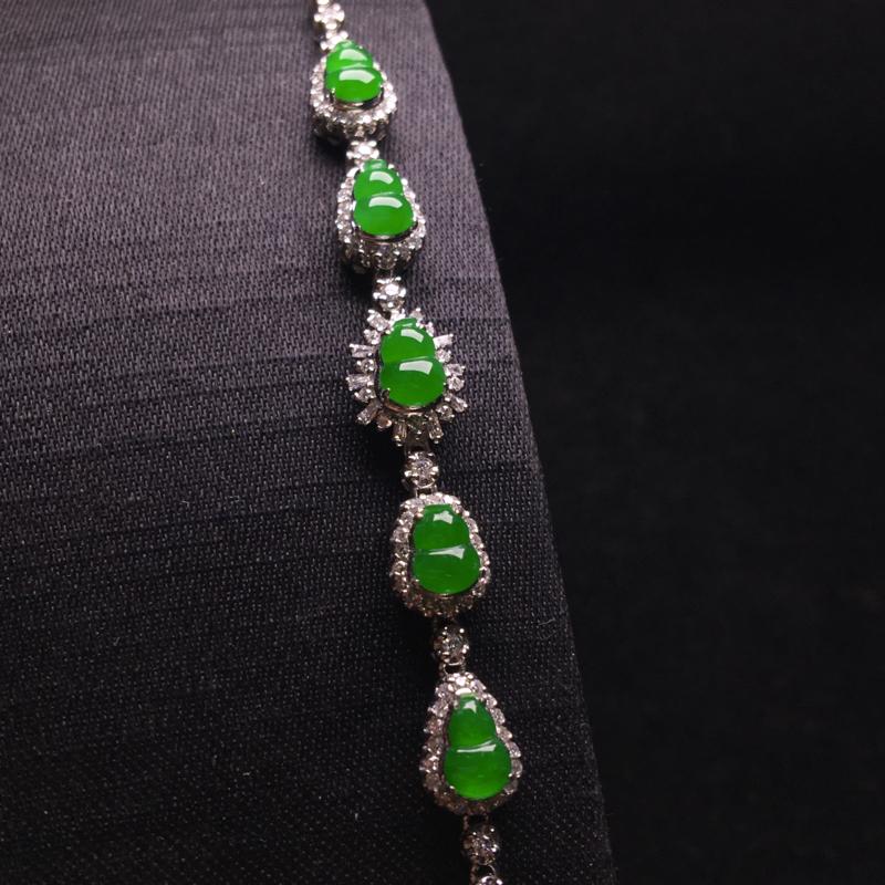 阳绿葫芦手链,小巧精致,种色浓郁,色阳浓匀,种质细腻,佩戴优雅大方,裸石:5*4*2,整体:73*8