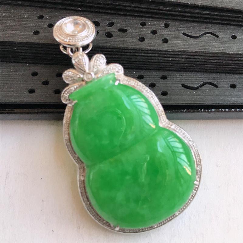 编号677,天然翡翠a货满绿招财葫芦吊坠镶嵌18k伴钻包金长36-20-6.5mm裸石尺寸25-18
