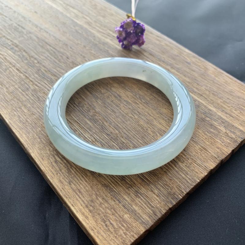 水润底色圆条 尺寸:54.8*11.2*10.5 玉质细腻水润 底色淡雅清新