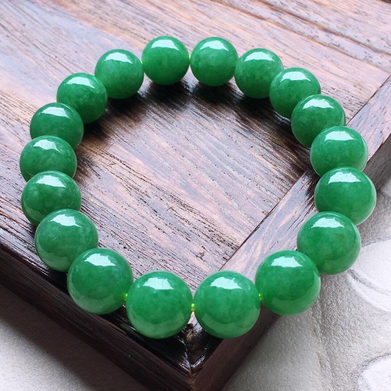 翡翠满绿圆珠手串,玉质莹润,佩戴佳品,单颗尺寸:11.3mm,重45.73克
