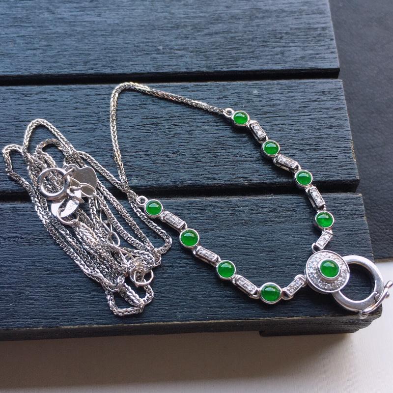 缅甸翡翠18K金伴钻镶嵌满绿蛋面项链,玉质细腻,雕工精美,佩戴送礼佳品,包金尺寸: 10.7*7.5
