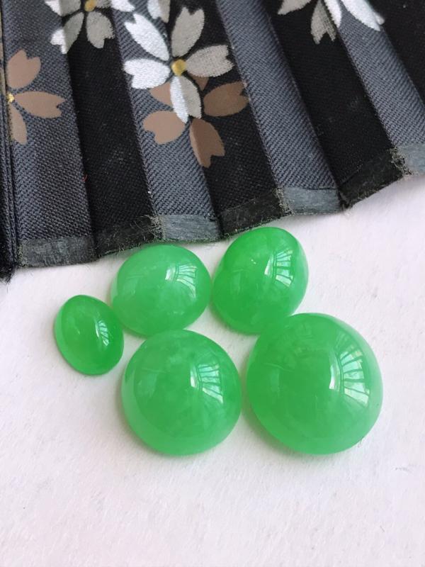 编号682,天然翡翠a货阳绿戒面可以镶嵌尺寸12-11-6小的13-11-3