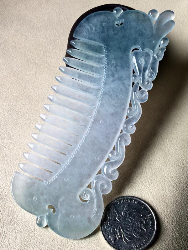 龙凤梳子,无裂,水头足,水润冰透,裸石尺寸127/45.2/3.3
