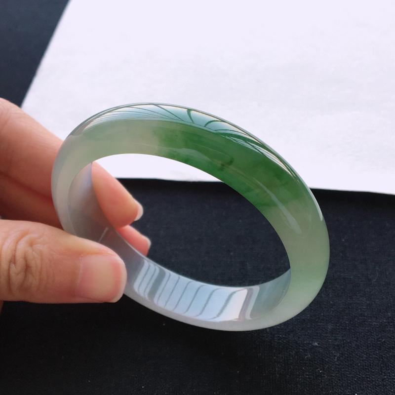 飘绿手镯、内径57.2、天然A货翡翠飘绿手镯、玉质细腻水润、种水好、无纹裂
