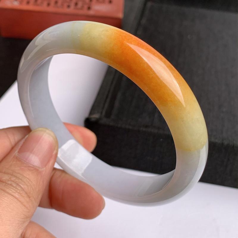 缅甸a货翡翠,水润双彩正圈手镯64.2mm,玉质细腻,色彩艳丽,俏色迷人,条形大方得体,佩戴效果好#