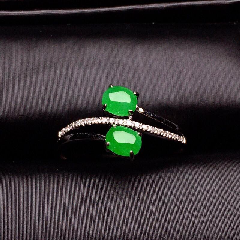 【超值推荐】18K金钻镶嵌满绿蛋面戒指质地细腻 色泽艳丽 款式新颖时尚唯美 亮眼 圈口13.5整体尺