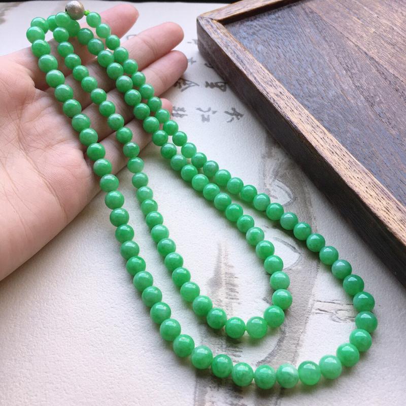 翡翠带绿圆珠项链(铜扣),玉质莹润,佩戴佳品,单颗尺寸大:7.3mm,单颗尺寸小:6.4mm,108