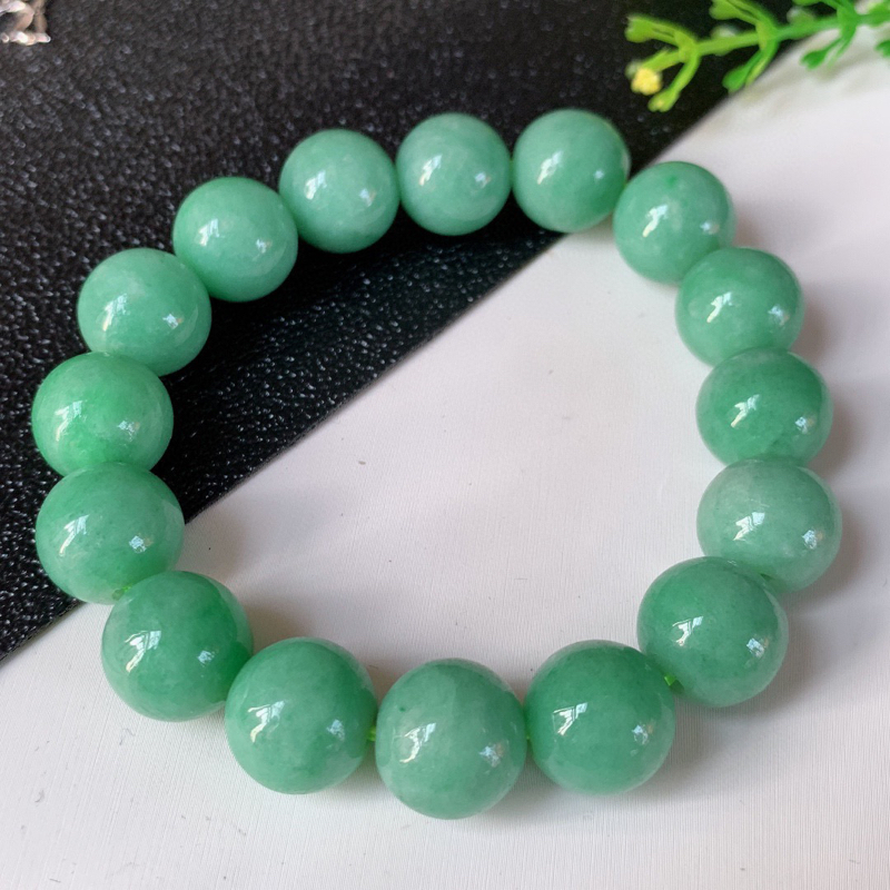 冰润满绿翡翠手串,珠圆玉润,妙明清净,佩戴效果优雅迷人!性价比超值!W977   尺寸:12.8mm