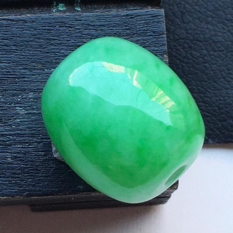 缅甸翡翠带绿路路通吊坠,玉质莹润,佩戴佳品,尺寸:14.6*13.0mm,重5.00克
