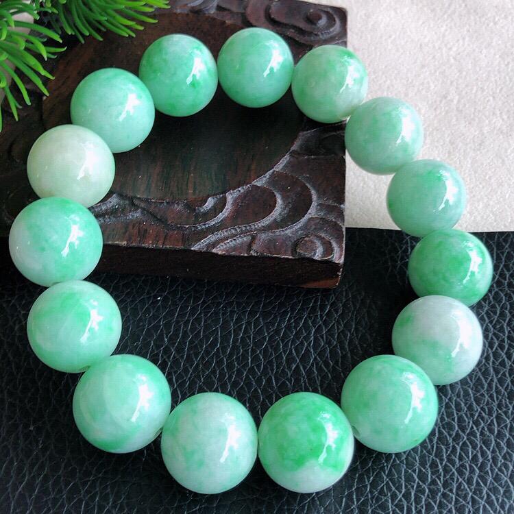 天然缅甸老坑翡翠A货绿色圆珠子手链,料子细腻柔洁,尺寸珠子直径15mm,重量80.67g。