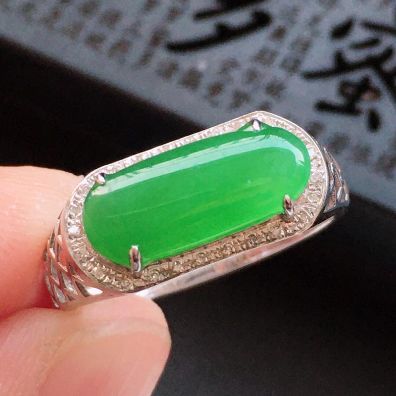 精品翡翠镶18K金伴钻戒指,玉质莹润, 佩戴效果更美,商品尺寸:内径:18MM,玉:13.9*5.7