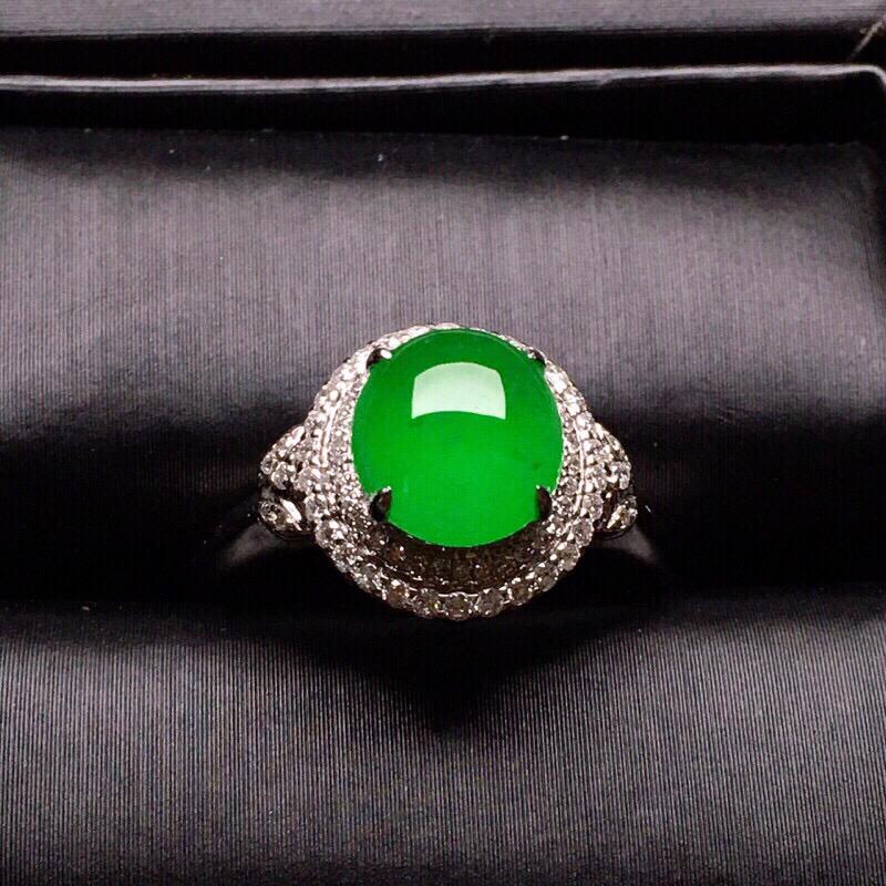 18K金钻镶嵌翠绿蛋面戒指质地细腻 色泽艳丽 款式新颖时尚唯美 上手亮眼圈口14 整体尺寸13.8*11.6*8.3裸石7.9*7.2*3