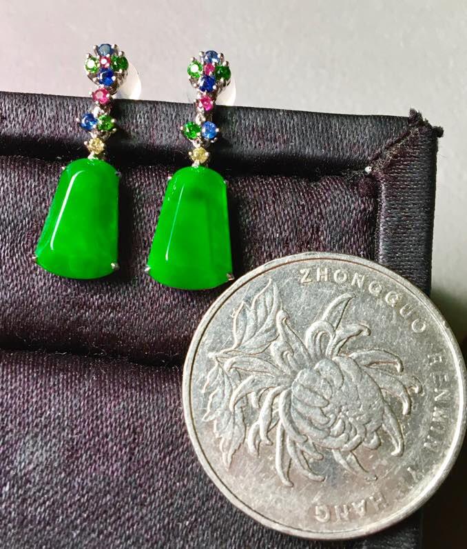 冰阳绿耳坠,无裂,水头足,种色兼备,色泽艳丽,裸石11.5/7.3/4--23.2mm,