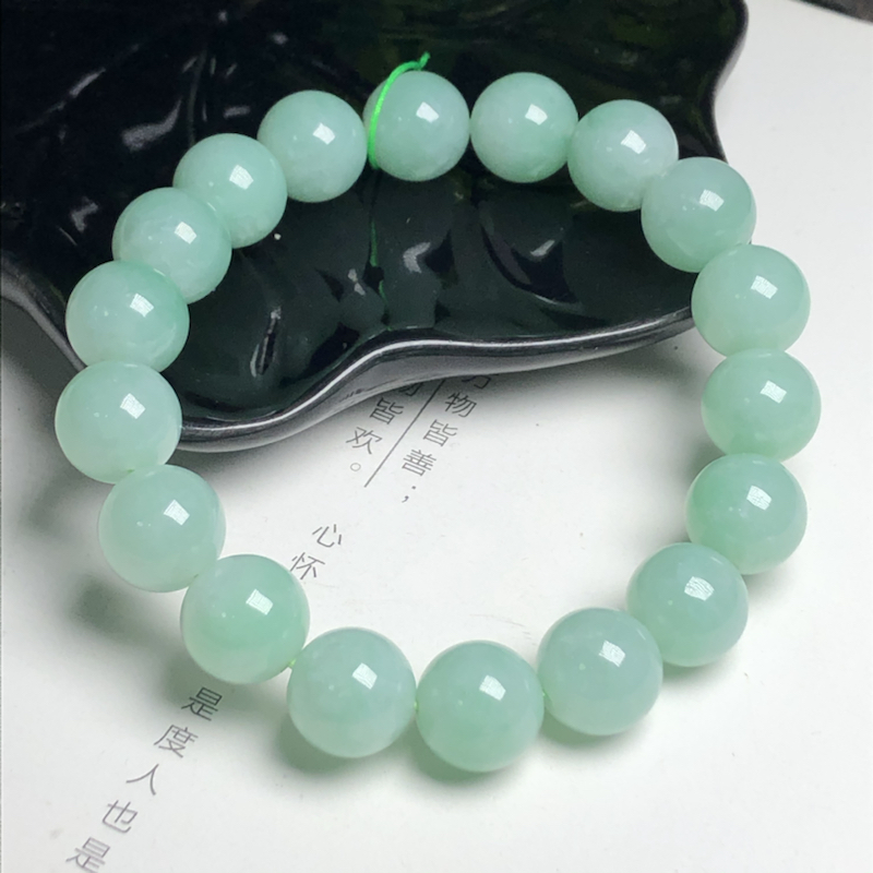 糯种果绿色翡翠珠链手串、直径11.9毫米、质地细腻、色彩鲜艳、ADA023C15