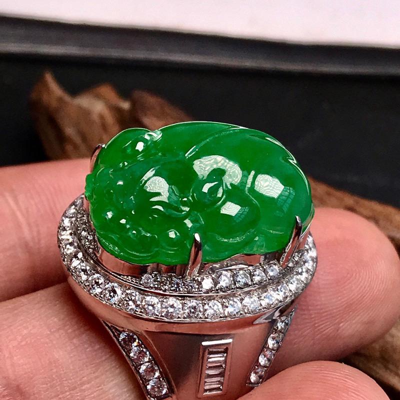 传世珍藏👍👍巨无霸满绿貔貅,运转乾坤,大戒指。财气冲天,气场逼人,市场罕见的大招财貔貅,高冰种满绿品
