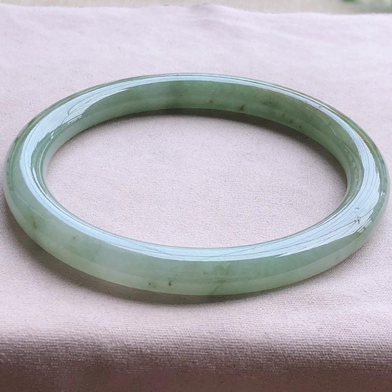 签收送翡翠平安环吊坠️️️糯化种翡翠满色圆条手镯,圆润厚实,亮丽秀气,种水佳,颜色好,品相好,