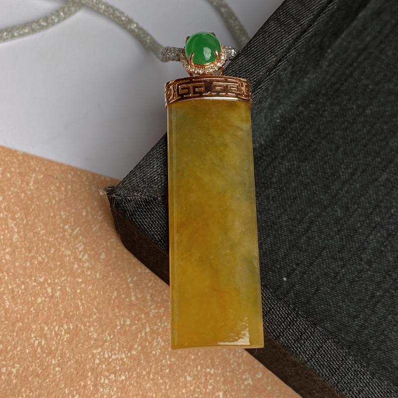 A货翡翠-种好黄翡18k金伴钻无事牌吊坠,尺寸-裸石45*14.5*4.1mm整体54.4*14.5