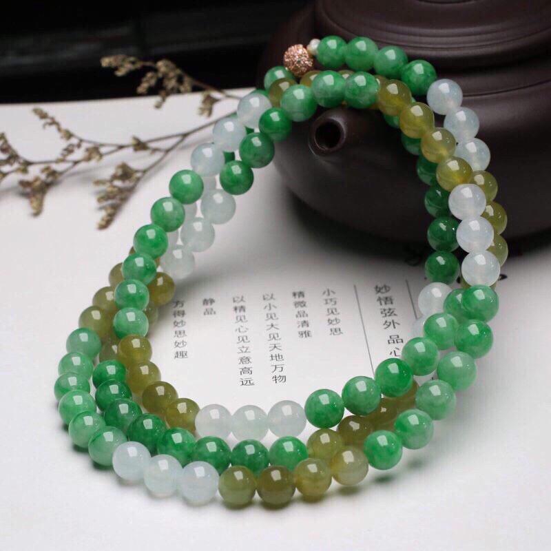 拍下有礼天然翡翠圆珠珠链,共108颗珠子,取其中一颗珠尺寸大约6.6mm,珠子清爽秀气,玉质莹