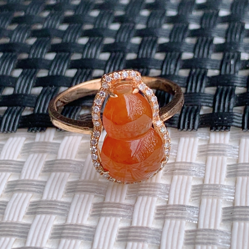 葫芦戒指、裸石尺寸:13/8/3.1mm、A货翡翠18k金伴钻红翡葫芦戒指、编号0228dz