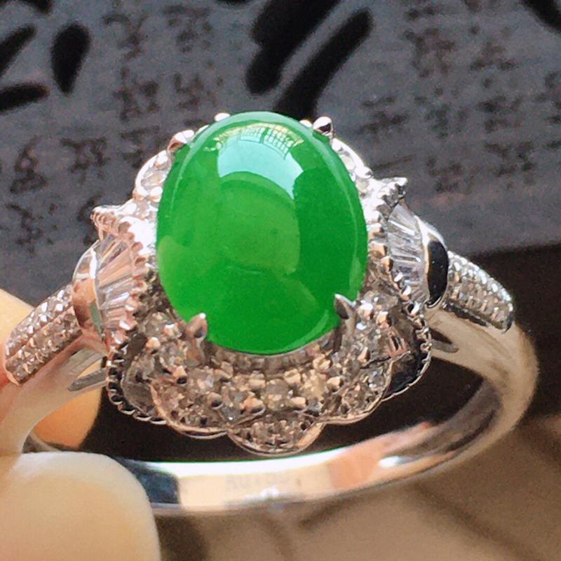 精品翡翠镶18K金伴钻戒指,玉质莹润,佩戴效果更美,商品尺寸:内径:17.1MM,玉:8.3*6.7