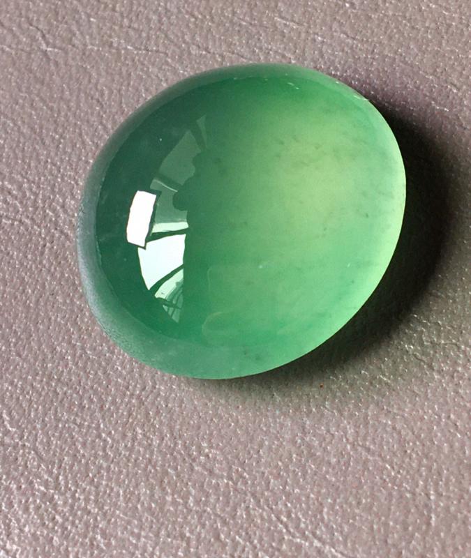 冰绿鸽子蛋蛋面,无纹裂,饱满水润,裸石尺寸20.3/20/8.8