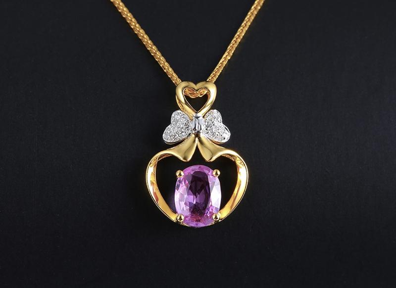 18k金镶蓝宝石吊坠 宝石参数:0.86ct  配石:钻石16颗,总重1.27克,送18k金链