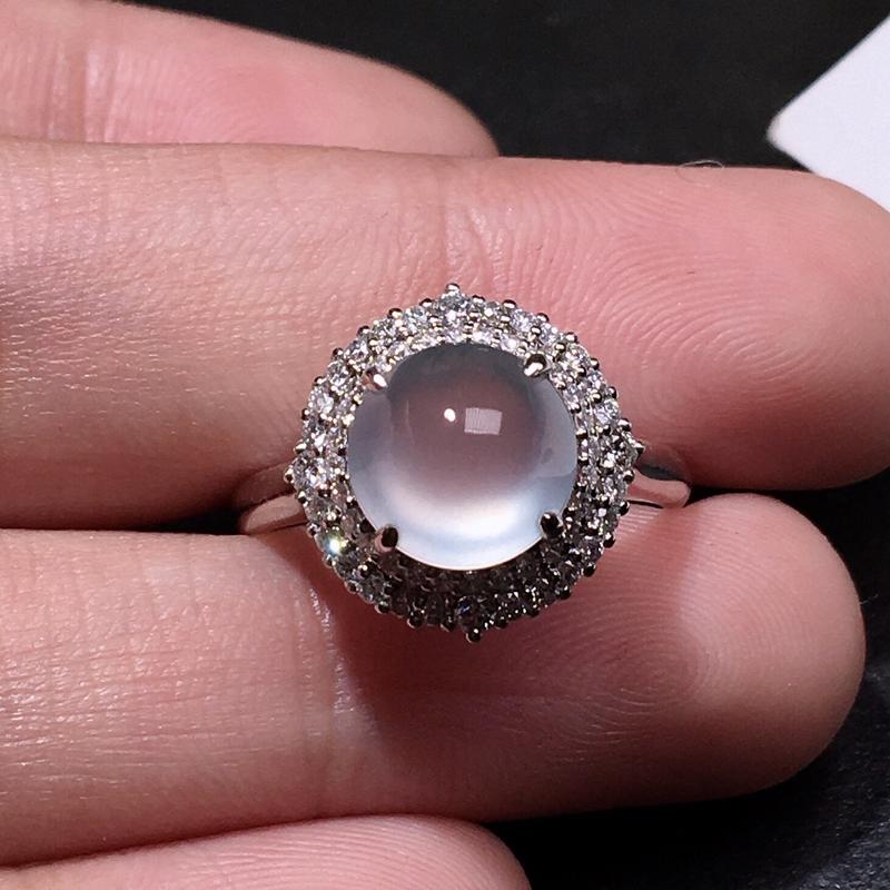 严选推荐老坑玻璃种翡翠蛋面女戒指,蛋面饱满圆润,18k金钻豪华镶嵌而成,佩戴效果出众,尽显气质