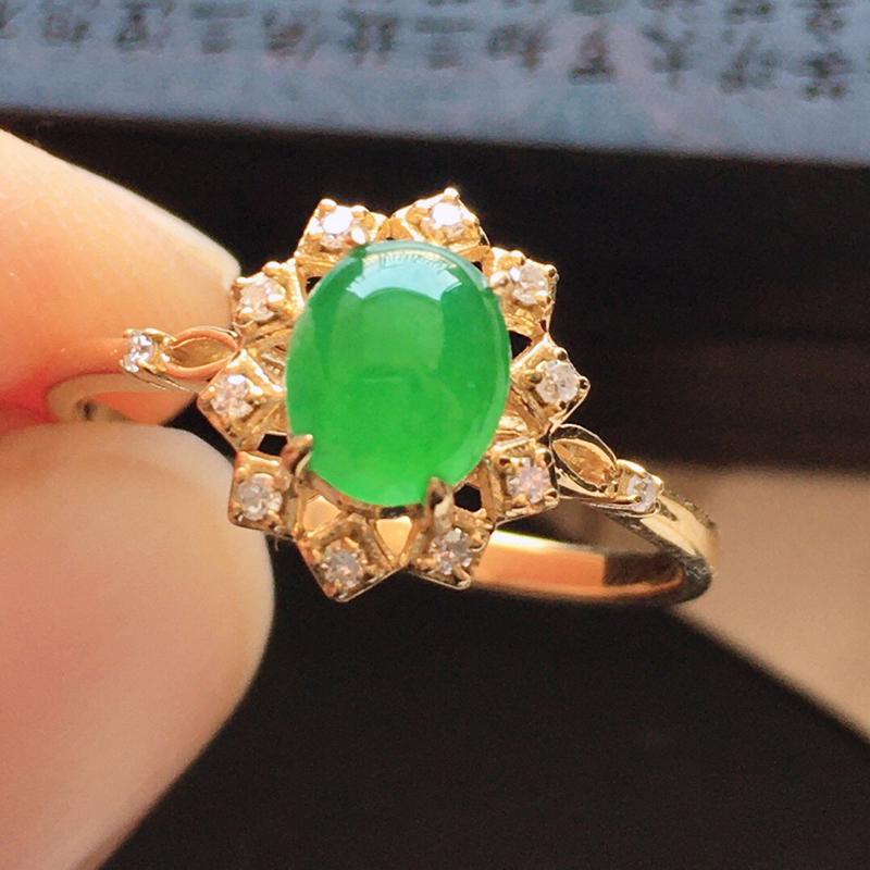 精品翡翠镶18K金伴钻戒指,玉质莹润,佩戴效果更美,商品尺寸:内径:16.9MM,玉:6.2*5.2*2.8MM   整体货品质量:2.1g