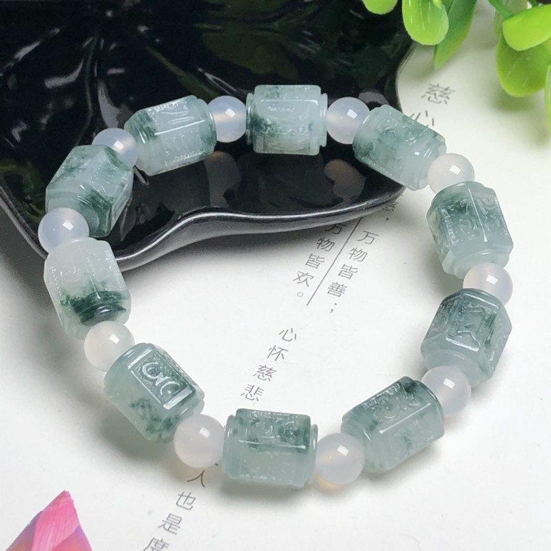 糯化种飘花六字真言翡翠珠链手串、直径11.1*14.1毫米、质地细腻、飘花灵动、隔珠是装饰品、ADA