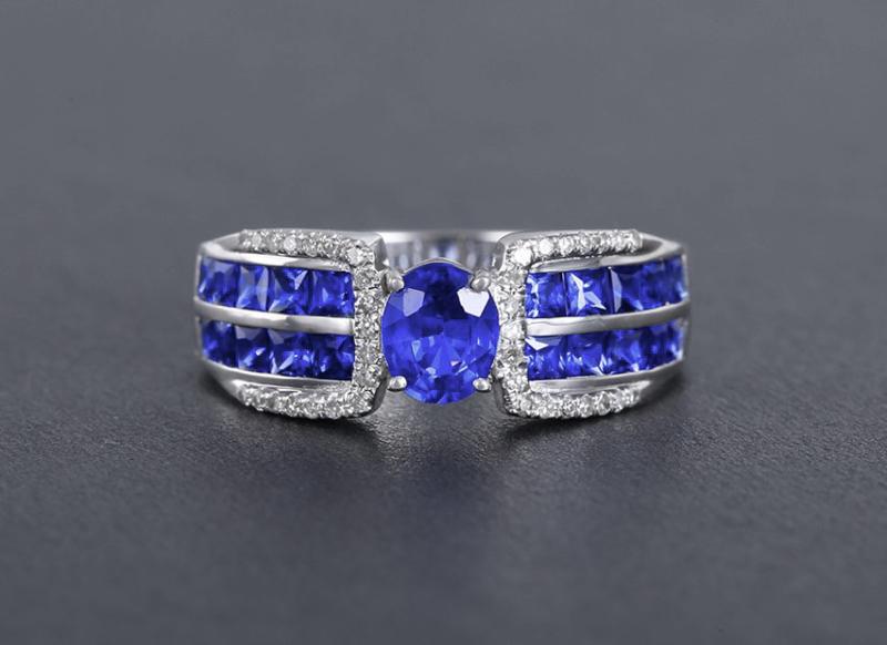 18k金镶蓝宝石戒指 宝石参数:0.6+0.94ct  配石:钻石38颗,总重3.42克,圈口:13