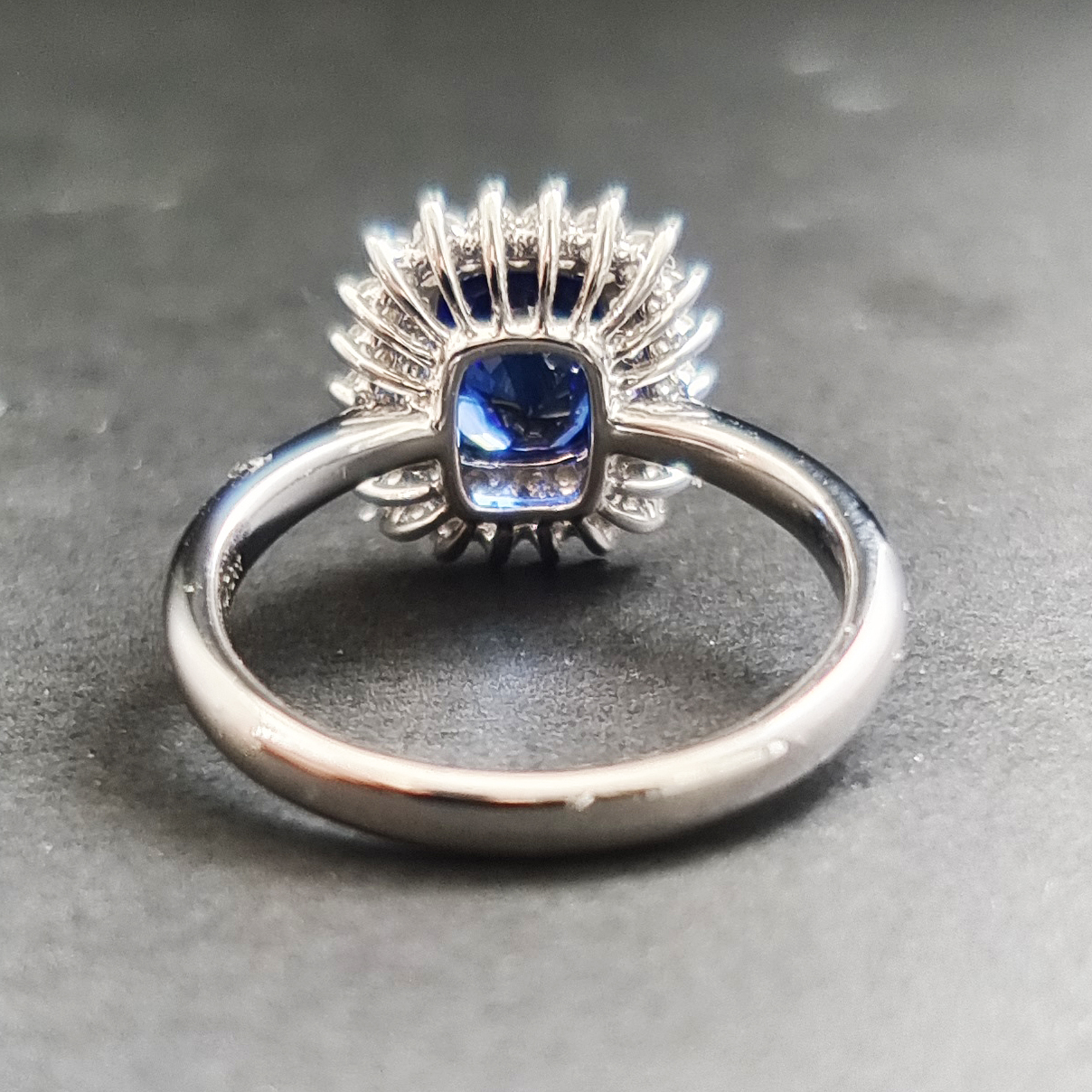 【【戒指】18K金+蓝宝石+钻石 宝石颜色纯正 主石:2.54ct/P 货重:4.74g 手寸:15寸】图6