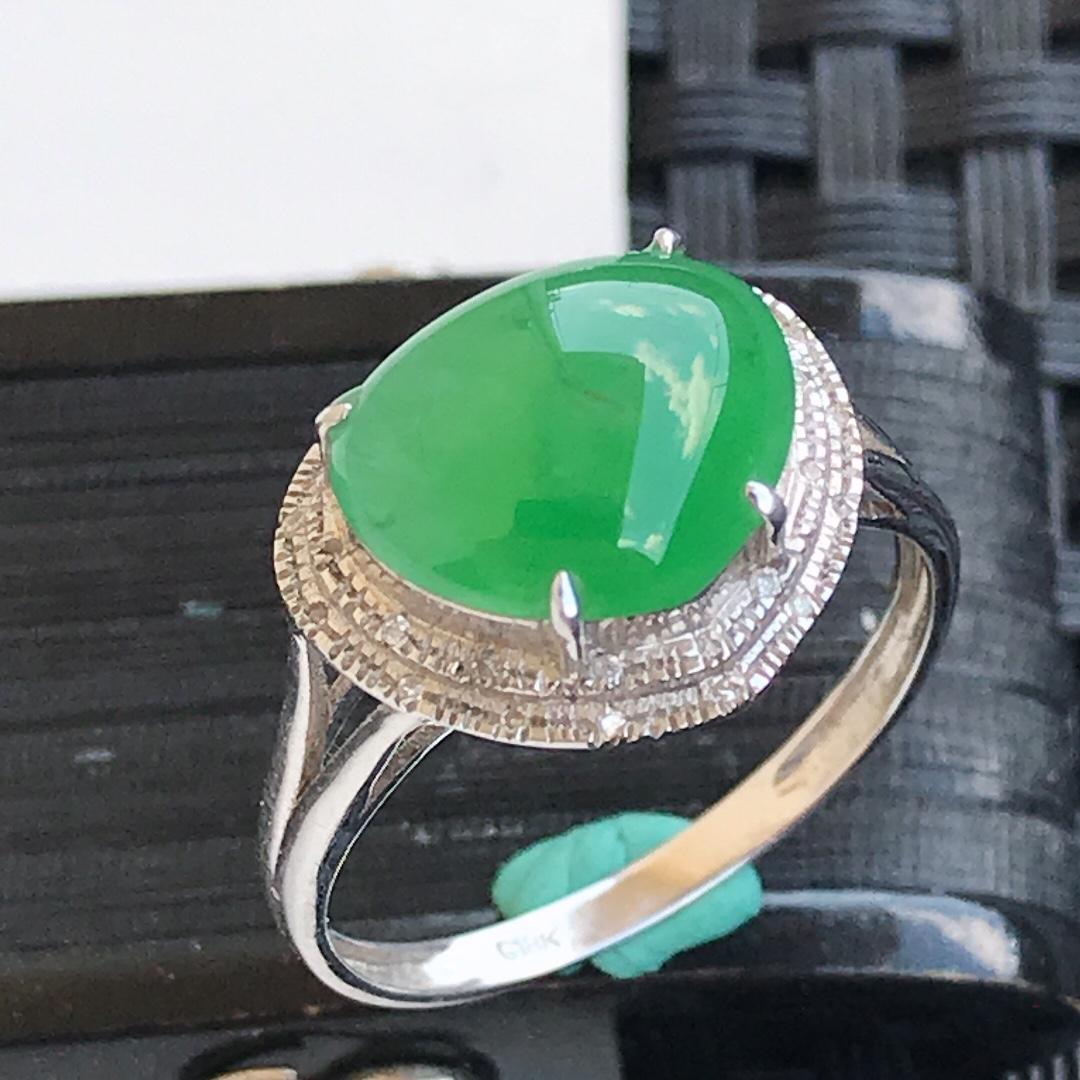 天然翡翠A货18K金镶嵌伴钻 糯化种 水润浅绿饱满戒指,内径17.2mm 裸石8.9-10.6-4.