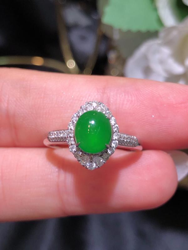 飘绿翡翠戒指 雕工精细 颜色鲜艳 饱满圆润 整体:9.3*12.4*9