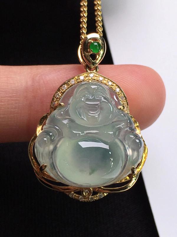 冰种佛公吊坠,面相喜庆,玉质细腻,莹润光泽,冰透水润,料子干净,18K金镶嵌钻石,裸石尺寸:16.8