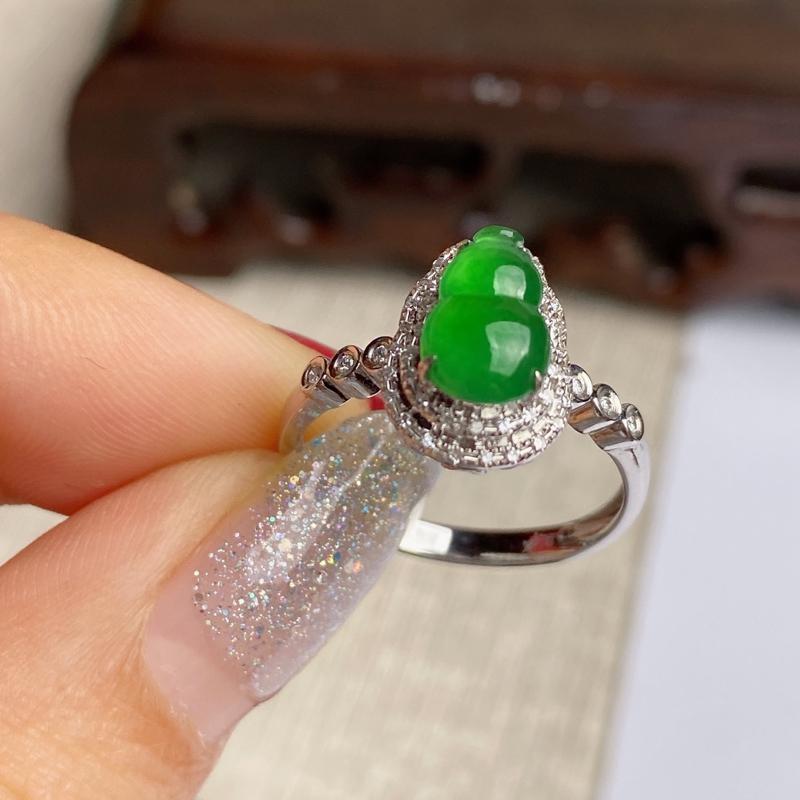 A货翡翠-种好满绿18k金伴钻葫芦戒指,尺寸-裸石9.1*5.7*2.8mm整体12.3*8.8*7
