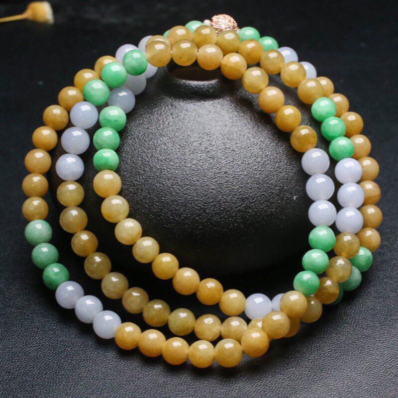 拍下有礼三彩翡翠珠链。共108颗珠子,取其中一颗珠尺寸大约7mm,珠子实物漂亮,色泽艳丽,清秀高雅,佩戴效果高贵大方,配珠为饰品珠。