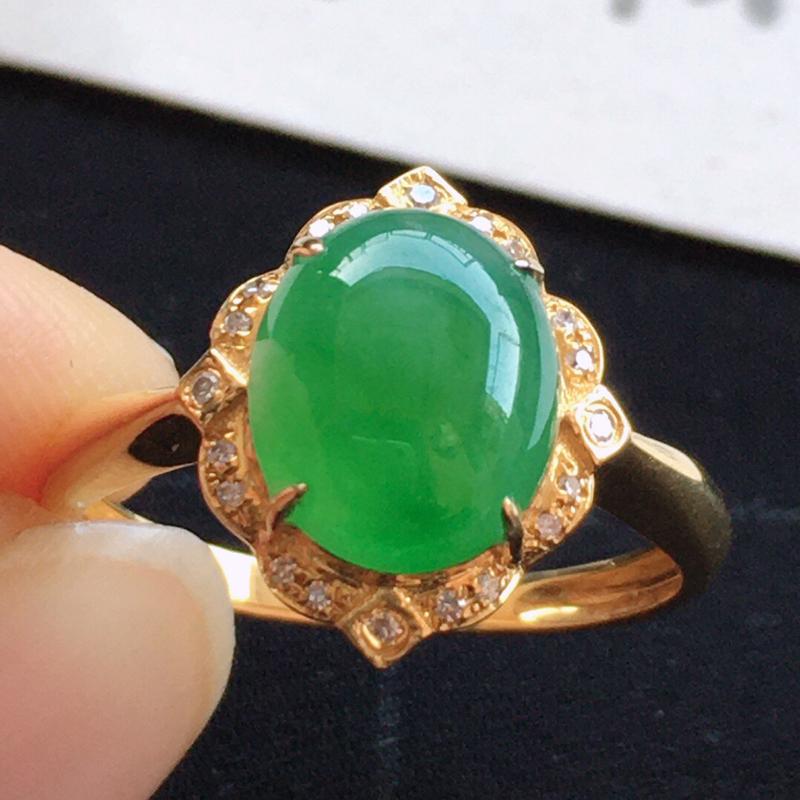 精品翡翠18k镶嵌伴钻戒指,玉质莹润,佩戴效果更美,尺寸:内径:17.4MM, 裸石尺寸 9.9*8