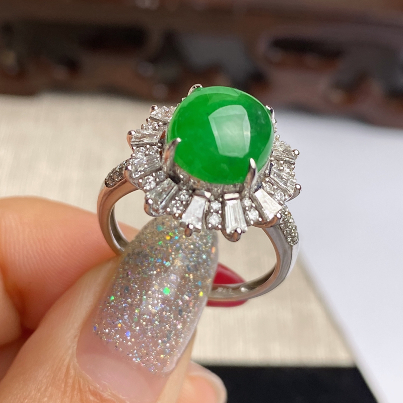 A货翡翠-种好满绿18k金伴钻蛋面戒指,尺寸-裸石9.9*9.1*4mm整体16.1*15.6*10