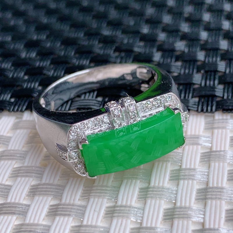 满绿戒指、裸石尺寸:5.5/15.4/3.5mm、A货翡翠18k金伴钻满绿马鞍面戒指、编号0301d