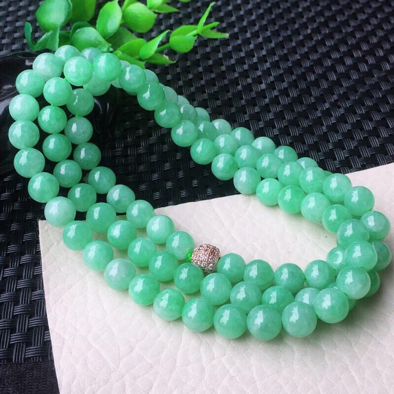 果绿大颗粒8.3mm圆珠玉链 老坑料 种水足 玉质细腻 色泽鲜亮活跃!上身高档!配珠为装饰珠!尺寸: