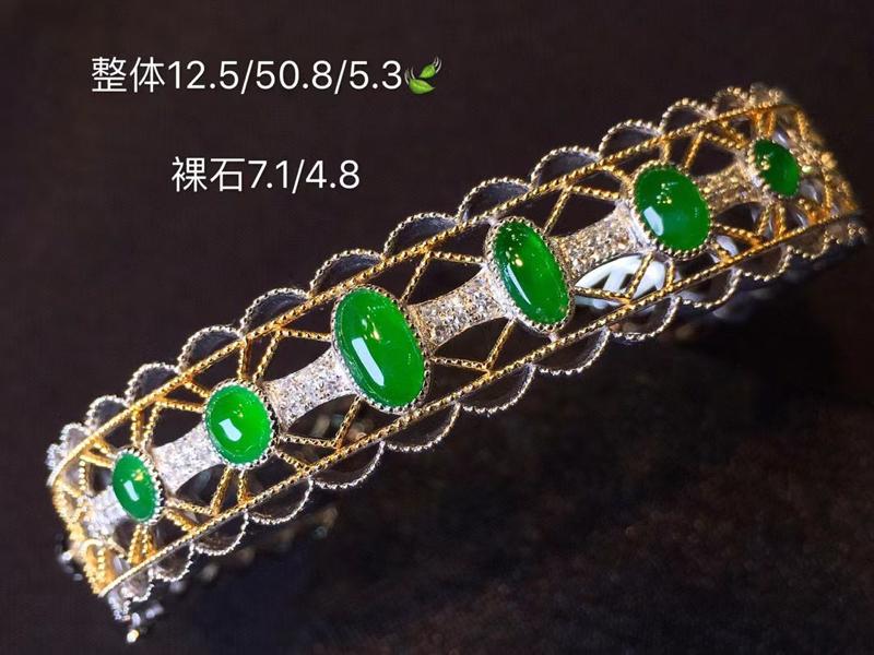 轻奢冰种帝王绿翡翠手镯 种色兼备 日常或者宴会佩戴极美 霸气十足 18K金镶嵌钻石 戴于腕间 美好之
