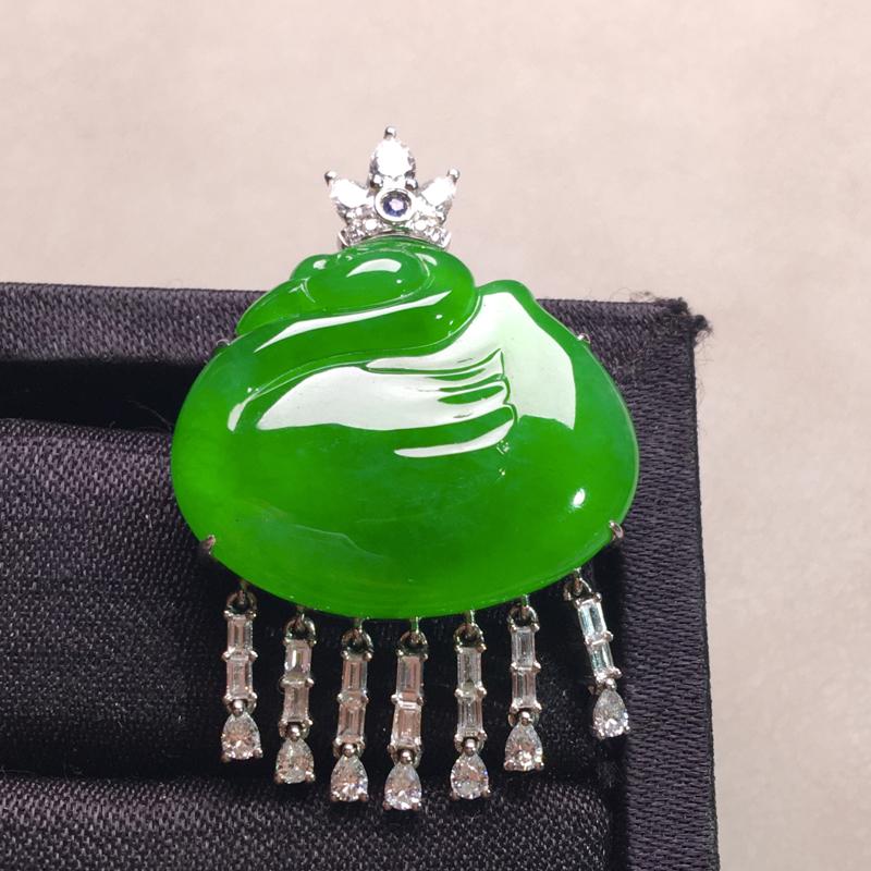 18k金配钻镶嵌天鹅吊坠,高贵优雅,种色俱佳,厚装饱满,细腻种色浓郁,种老色阳,佩戴高雅气质,裸石: