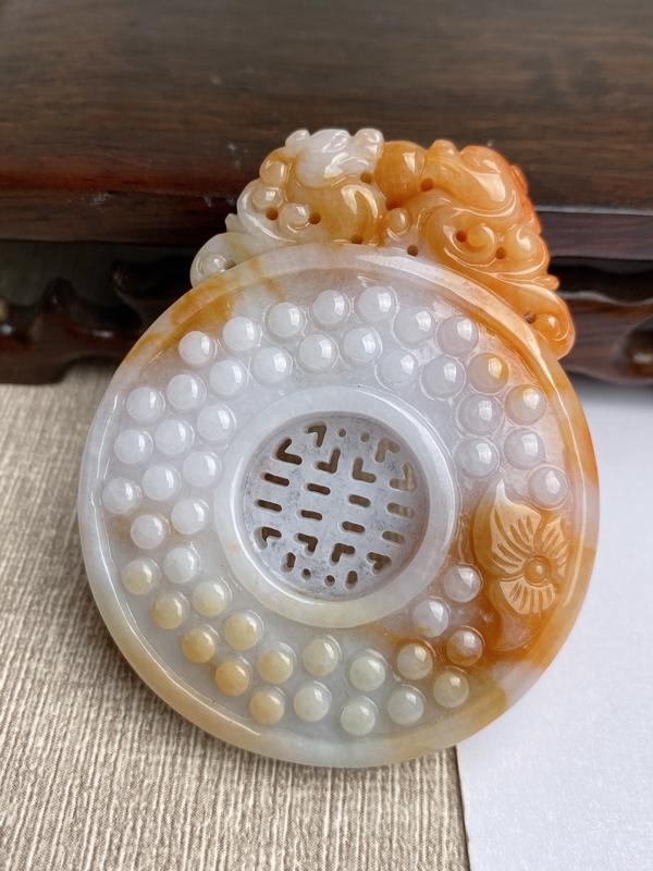 A货翡翠-种好黄翡雕花复古牌吊坠,尺寸-56.4*45.9*9.3mm