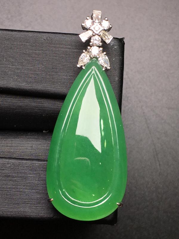 满绿二合一吊坠,18k金豪华镶钻,无纹无裂,种好色好,质量杠杠的,性价比超高