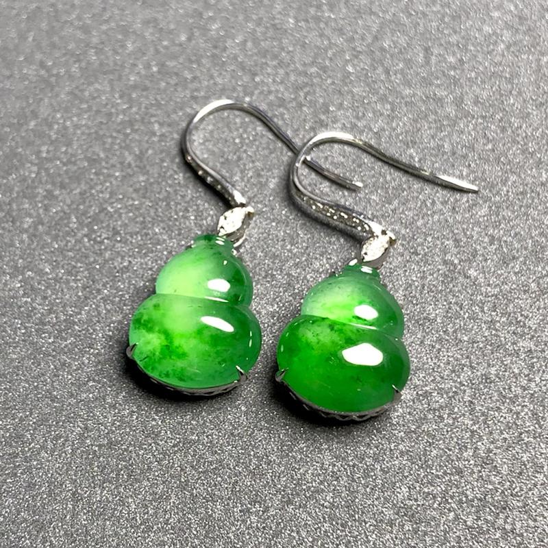绿花葫芦耳坠, 裸石14.2-11.5-4mm, 5.3g, 18K金伴天然钻石镶嵌, 种水不错,料子好